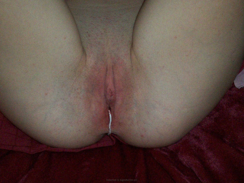Трахает сожительницу в сраку во время менструации