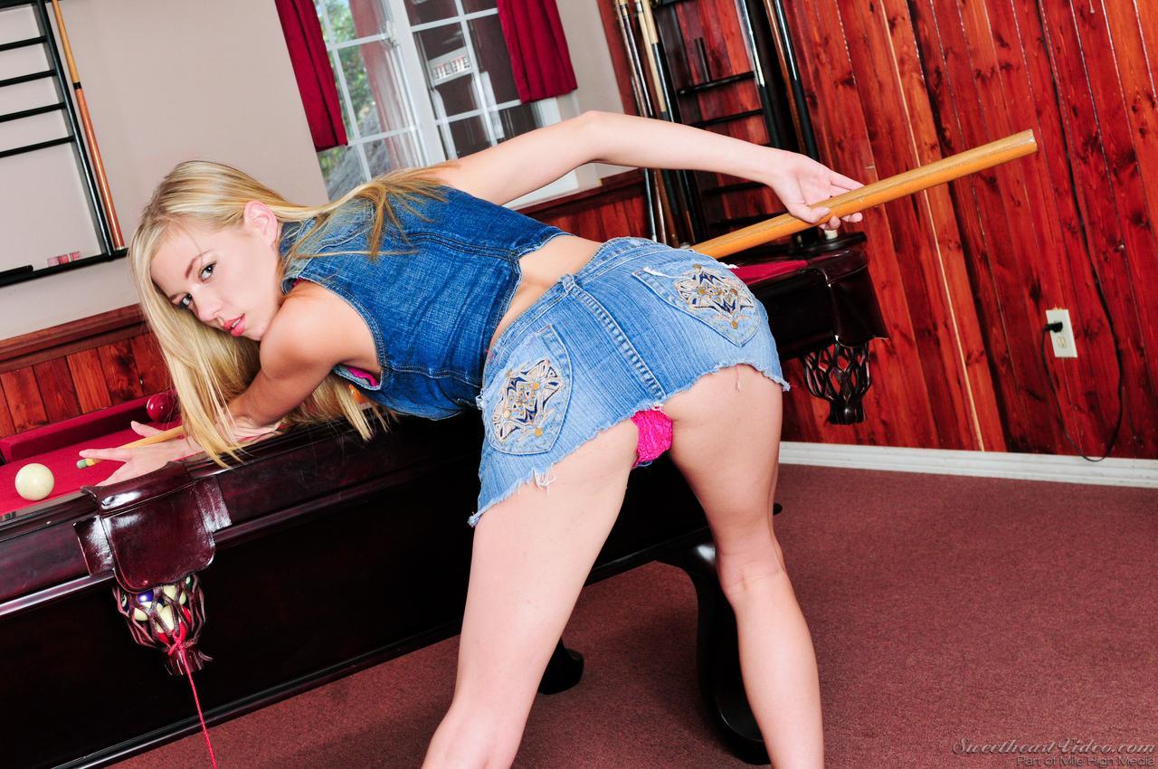 Роскошная блондинка Nicole Ray с радостью пробует ароматную письку Джессика Бангкок