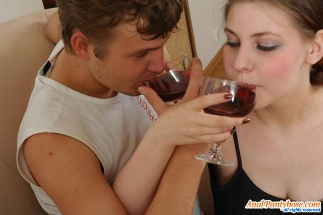 Групповой секс в исполнении юных людей
