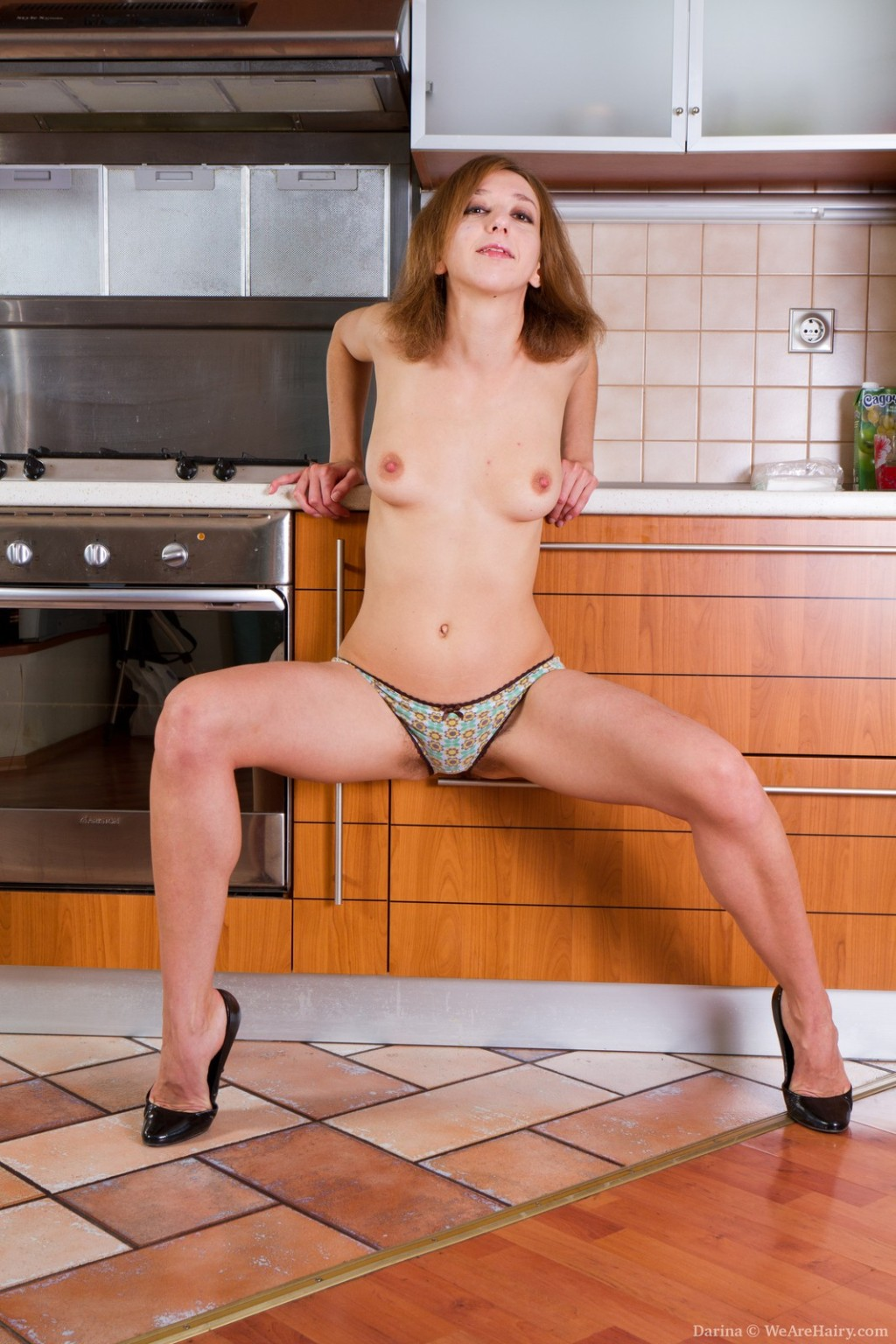 Дарине стало жарко на кухне