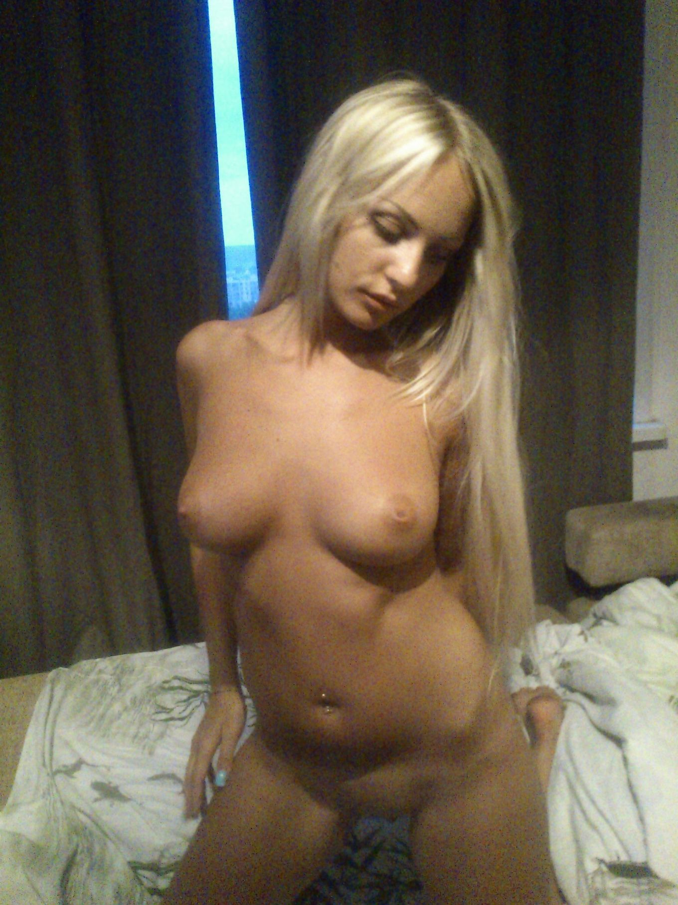 Прелестная русская модель со свелыми волосами продолжение