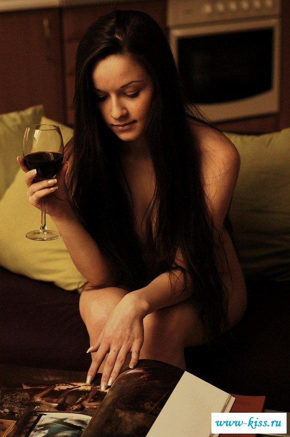 Пьяная фрау пытается быть сексуальной