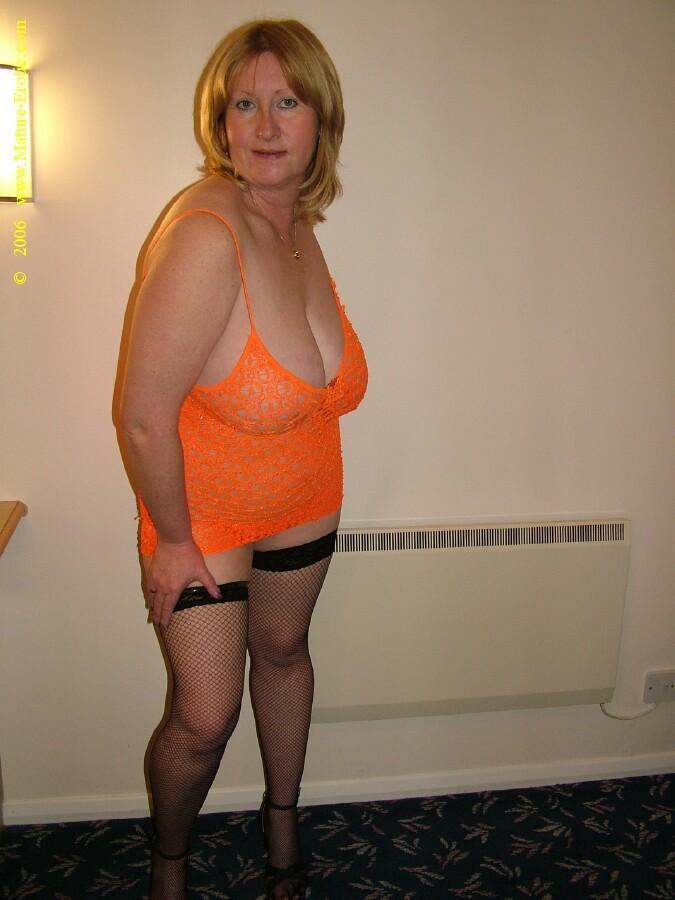 Возрастная полная Сенди в сексуальном белье