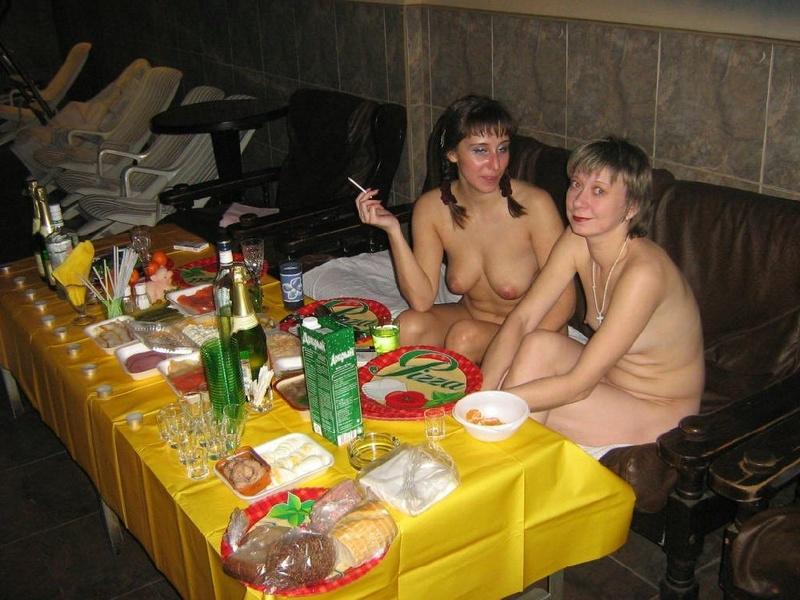 Пьяная оргия русских в стиле ЖМЖ со страпоном
